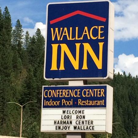 Wallace Inn: The sign board welcoming our group
