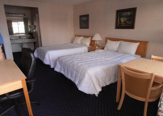 Econo Lodge Inn & Suites Central : room