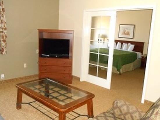 GuestHouse Inn & Suites Albuquerque Airport: One King Bed Suite
