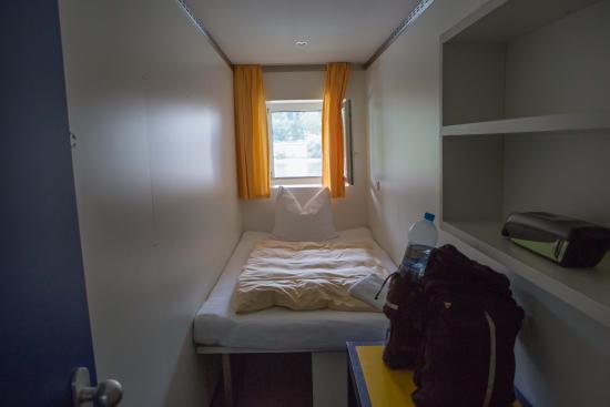 eines der kleinsten zimmer der welt bild von rotel inn passau tripadvisor. Black Bedroom Furniture Sets. Home Design Ideas