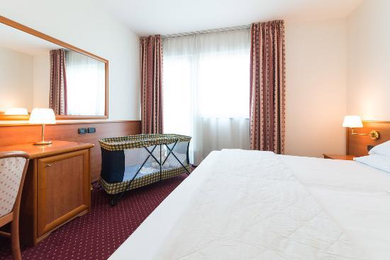 Camera Matrimoniale A Bergamo.Camera Matrimoniale Con Culla Picture Of Airport Hotel Bergamo
