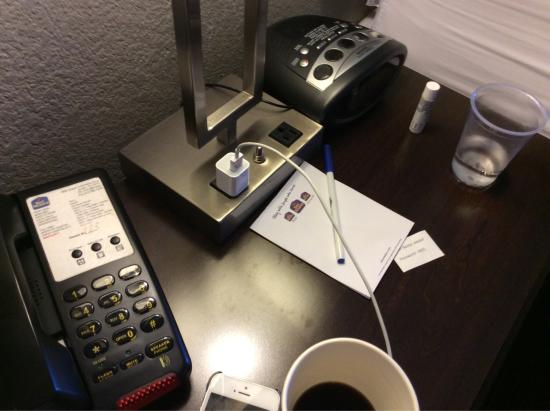 BEST WESTERN PLUS Austin Airport Inn & Suites: Love outlets at every lamp  Frig and micro