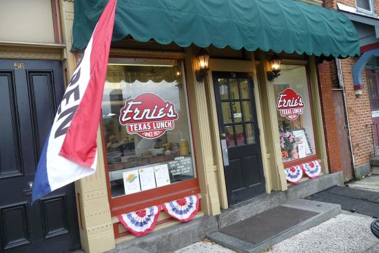 Ernie's Texas Lunch: front door