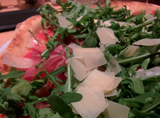 Il Sestante : Pizza with Rucola, Parma ham & Parmigiano shavings