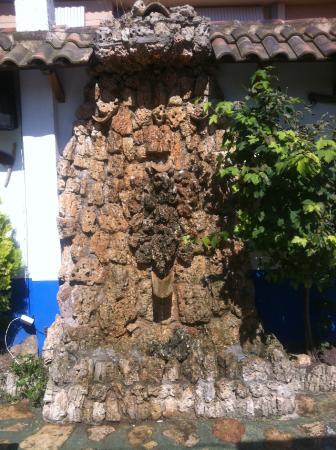 fuente de piedra natural fotografa de Restaurante Ideal Iniesta