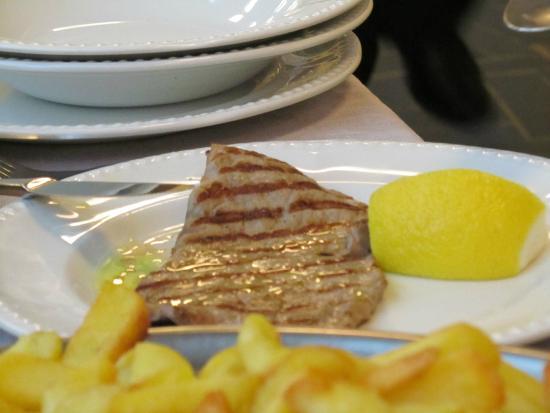 Hotel delle Rose : ..bistecca ai ferri con patatine