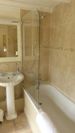 Bedroom picture of best western limpley stoke hotel for Best western bathrooms