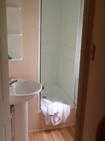 Atlanten Motel: Banheiro (só pia e box com chuveiro