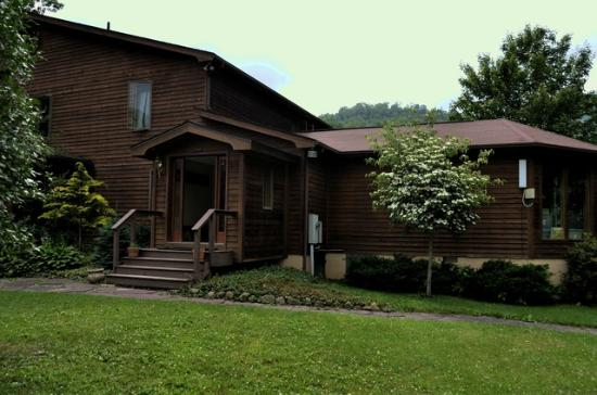 Elk River Inn & Cabins