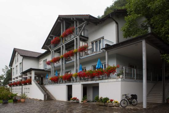 Gasthof Luger: Gasthaus Luger in Wesenufer am Donauradweg
