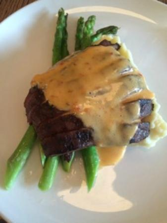 The Wellington Gastropub : Hanger steak