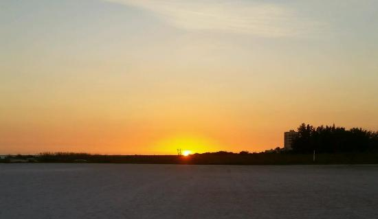 Crescent Royale Condominiums: Beautiful Sunset from Beach.