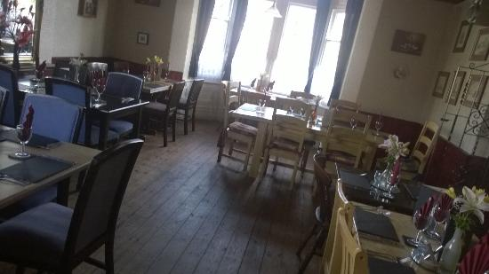 The Rose and Crown at Thorney: Restaurant laid out spaciously