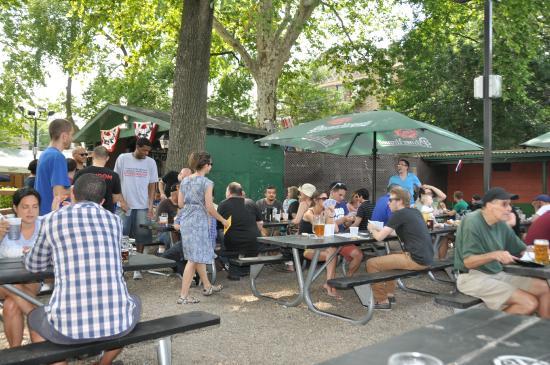 bohemian hall beer garden gemischtes publikum - Bohemian Beer Garden