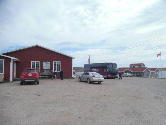 Whalers Restaurant : Exterior with Parks Canada Interpretation Centre