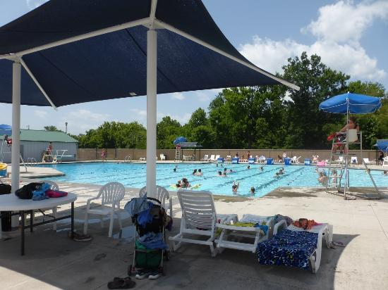 Sevierville Park: Cabanas & Pool at Sevierville Family Aquatic Center at Sevierville City Park