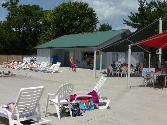 Sevierville Park: concession stand at Sevierville Family Aquatic Center at Sevierville City Park