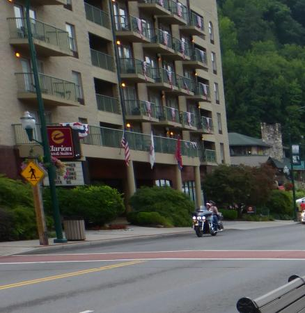Black Bear Inn Suites Clarion In Downtown Gatlinburg On The Parkway