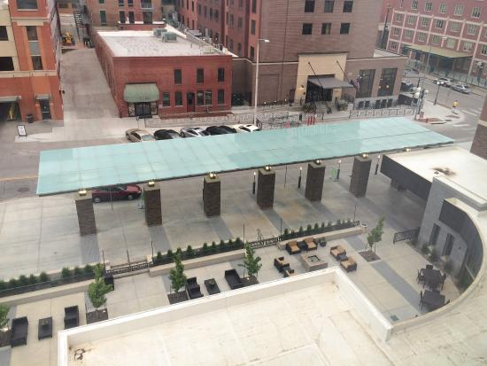 Courtyard Lincoln Downtown/Haymarket: View of outdoor hotel entry area. Parking garage is in upper left hand corner. It's close and co