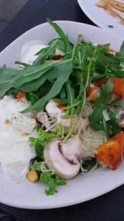 Sultan Saray: Comida saborosa com preço justo. Não perca as saladas!