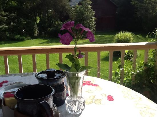 Goshen, VA: Breakfast on the porch