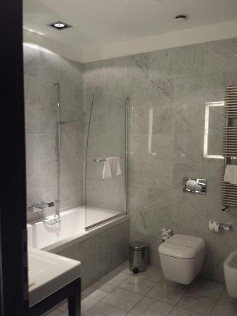 Hotel Palazzo Sitano: Bagno Con Vasca E Piatto Doccia