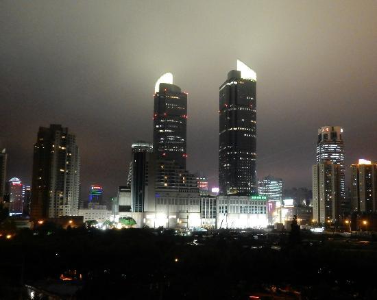 Jinjiang Inn (Shanghai Xuhui Jiaotong University) : Xujiahui shopping district from hotel room