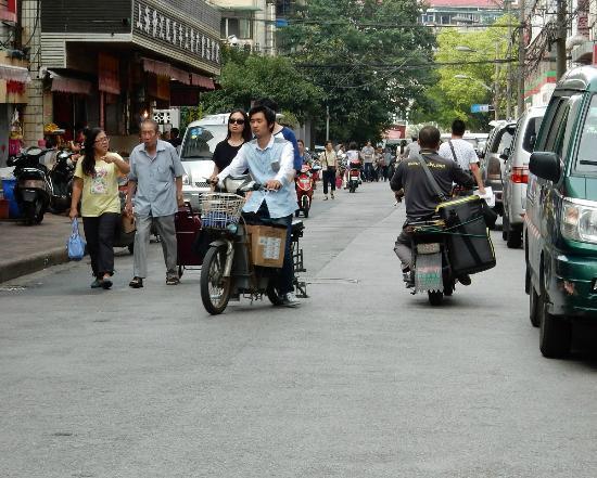 Jinjiang Inn (Shanghai Xuhui Jiaotong University) : Scene on nearby Leshan Road