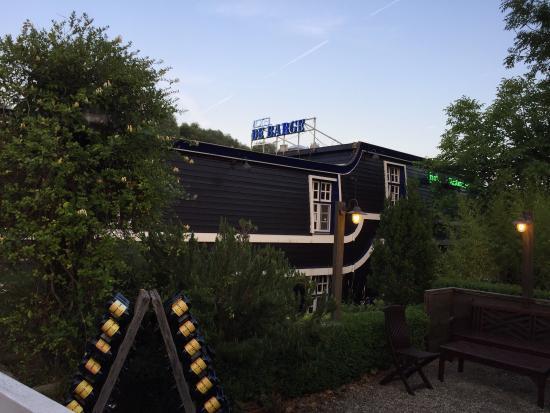 De Barge Hotel: Blijf slapen op een boot in Brugge op slechts enkele (10) minuten loopafstand van het historisch