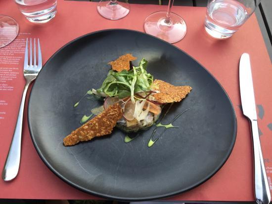 Restaurant Pierre&Jean : Tartare de daurade royale aux algues. Sablé au thym citron & jus réduit de coquillages