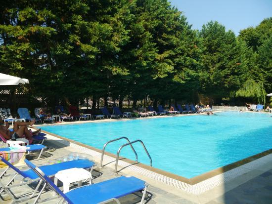 هيلينيس: pool