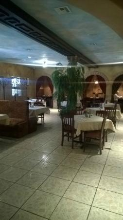 Sarah's Mediterranean Cuisine And Cafe : Very nice inside with private booths