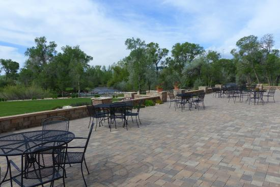 Hampton Inn & Suites Buffalo: Another view of the patio adjoining the building.