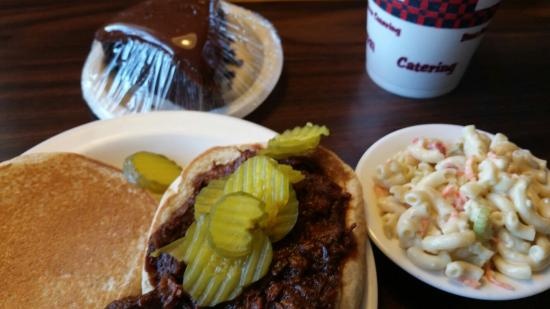 Al's & Son Bar-B-Q: Chopped Beef Sandwich
