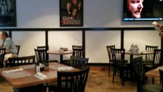 Goodfella's Pizzeria: Dining room