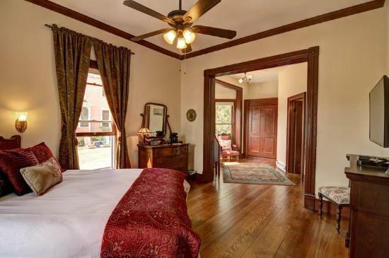 Blue Goose Inn Bed and Breakfast: Quarterdeck Suite