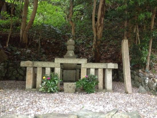Yositaka Kuki's memorial sites