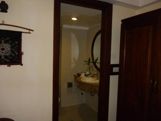 Hanoi Charming 2 Hotel: View from bedroom to ensuite