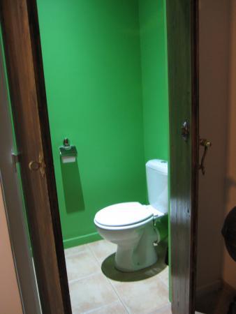 La Posada Del Castillo B Le Green Toilet