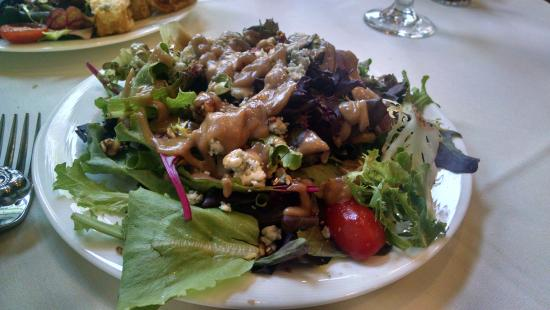 Division Street Grill: The unlovely very good tasting salad