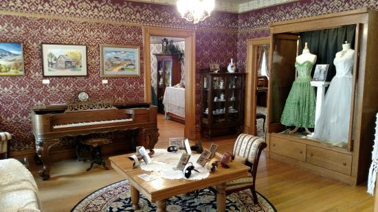 Laramie Plains Museum : Parlor