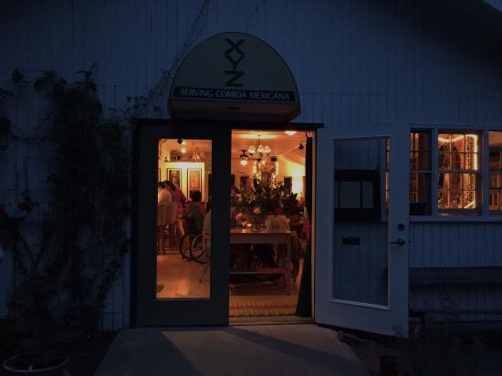 XYZ Restaurant : Looking in!