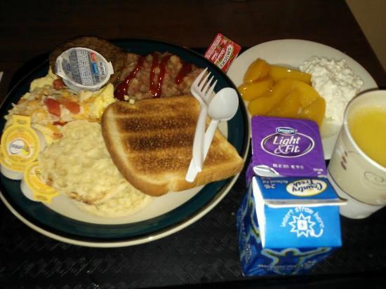 Staybridge Suites Toledo / Maumee : Complimentary Breakfast