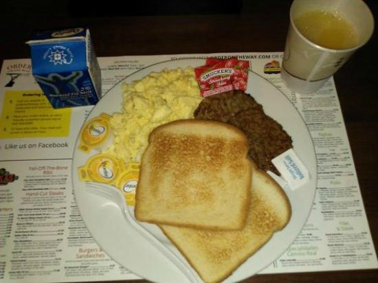 Staybridge Suites Toledo / Maumee : Many choices free breakfast !