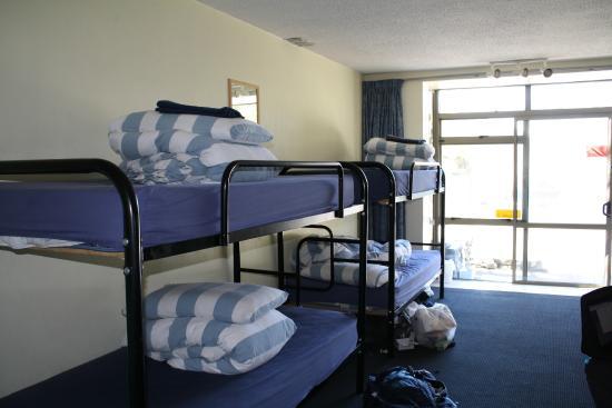 Aspen Lodge Backpackers: 6 bed dorm