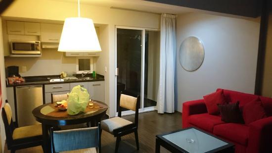 Cocina y comedor sala peque a picture of ganges suites for Cocina comedor pequena