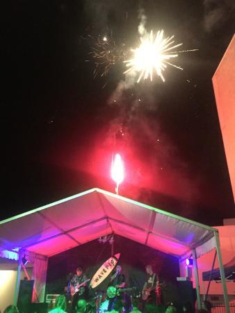 "Whangarei, Selandia Baru: Fireworks celebrating local punk rock band ""WAVE PIG"""
