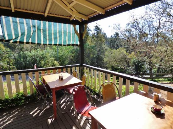 Cafe Wollombi: Verandah seating area