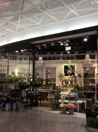 Emporia Shopping Center: Beautiful florist shop