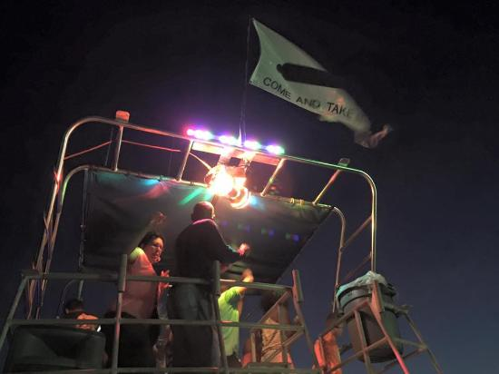 Isla Tours : Party boat